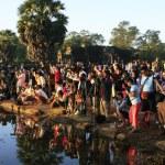 turisti fotografare alba a angkor wat, siem reap, Cambogia — Foto Stock #20021673