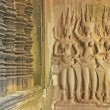 Wall bas-relief of Devatas, Angkor Wat temple, Siem Reap, Cambodia — Stock Photo