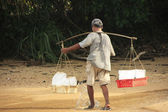 Man carrying ice, Koh Rong Samlon island, Cambodia — Stock Photo