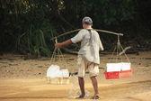Man carrying ice, Koh Rong Samlon island, Cambodia — Stock Photo