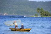 Hombres locales de pesca cerca de las galeras, península de samaná — Foto de Stock