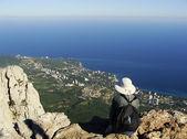 Young woman enjoying view from Ai-Petri summit, Crimea — Stock Photo