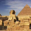 The Sphinx and Pyramid of Khafre, Cairo, Egypt — Stock Photo