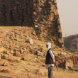 Local guard walking around Tughlaqabad Fort, New Delhi — Stock Photo