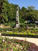Flower garden at Masandra Palace, Crimea peninsula — Stock Photo