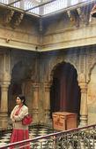 Young woman standing inside Karni Mata Temple, Deshnok, India — Stock Photo