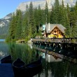 Wooden house at Emerald Lake, Yoho National Park, Canada — Stock Photo
