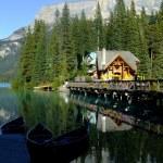 Wooden house at Emerald Lake, Yoho National Park, Canada — Stock Photo