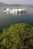 Lake Palace, Jagniwas island, Udaipur, India — Stock Photo