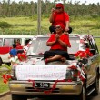 People celebrate arriving Fuifui Moimoi on Vavau island, Tonga — Stock Photo #39284117