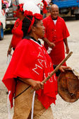 Woman celebrate arriving Fuifui Moimoi on Vavau island, Tonga — Foto de Stock