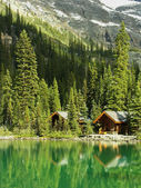 Wooden cabins at Lake O'Hara, Yoho National Park, Canada — Stock Photo