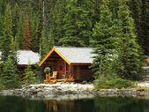 Wooden cabins at Lake O'Hara, Yoho National Park, Canada — Stock Photo