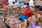 Indian woman selling bangels at Sadar Market, Jodhpur, India — Stock Photo