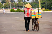 Local woman selling ice cream on the street, Vientiane, Laos — Stock fotografie