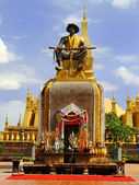 Statue in front of Pha That Luang temple complex, Vientiane, Lao — Stock Photo
