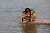 Local girl drinking from water reservoir, Khichan village, India — Stock Photo