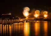 BUDAPEST, HUNGARY - AUGUST 20: With fireworks over the Danube river end the ceremonies of the annual constitution day of Hungary on August 20, 2012 in Budapest, Hungary. — Stock Photo