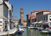 En av många kanaler med typiska skapta arkitektur i Venedig Italien — Stockfoto
