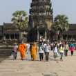 Unidentified tourists visit Angkor Wat, Cambodia — Stock Photo
