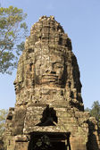 Famous smile face statue at the entrance of Angkor Thom — Stock Photo