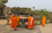 Buddhist monks near the temple — Stock Photo