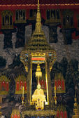 :The Emarald Buddha at Wat Phra Kaew temple in Bangkok, Thailand — Stock Photo