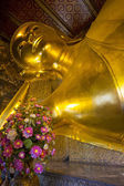 Reclining buddha at Wat Pho temple in Bangkok, Thailand — Stock Photo