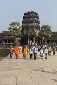 Unidentified tourists visit Angkor Wat, Cambodia — Stock Photo