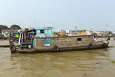 Boat on the bank of Mekong river, Vietnam — Stock fotografie
