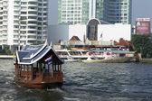 Sightseeing boat at Chaophraya river in Bangkok — Stock Photo