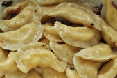 Traditional Ukrainian dumplings with cracklings closeup — Stock Photo