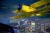 Hughes h-1 en beuken model 17 staggerwing vliegtuigen — Stockfoto