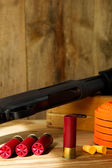 12 Gauge Shotgun, Shells, and Clay Pigeons — Stock Photo