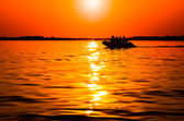 Boat floating in the sunset — Stock Photo