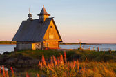 Kem, Karelia, church on the bank of the White Sea — Stock Photo