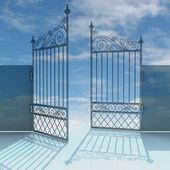 打开金属钢巴洛克式栅栏机智蓝色天空图 — 图库照片