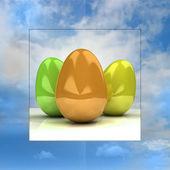 Tarjeta de pascua de fondo de cielo con coloridos huevos — Foto de Stock