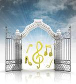音楽の音と空とバロック様式の門を開く — ストック写真