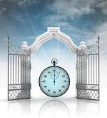 Ouvrez la porte baroque avec chronomètre et ciel — Photo