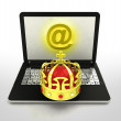 Internet surfing and searching royal information — 图库照片