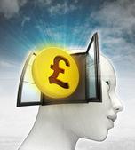 Pond munt investeringen afkomstig is uit of in menselijk hoofd met hemelachtergrond — Stockfoto