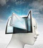 Belangrijk e-mailbericht afkomstig is uit of in menselijk hoofd met hemelachtergrond — Stockfoto