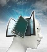 Nieuwe slimme telefoon technologieën die binnenkort uit of in menselijk hoofd met hemelachtergrond — Stockfoto