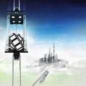 Nastro film nel concetto di ascensore spaziale cielo sopra la città — Foto Stock