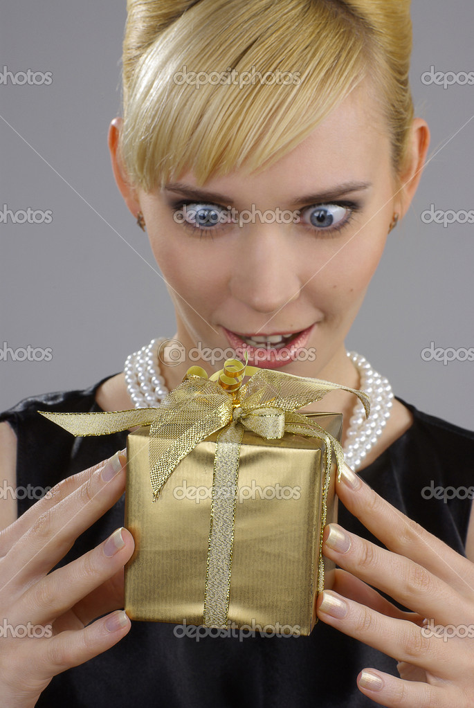 Blonde woman holding gift box  — Stock Photo #12103274