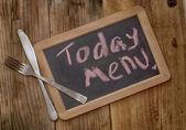 деревянную дощечку с надписью меню на сегодня — Стоковое фото