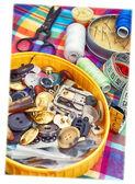 Doos met een naai-knoppen — Stockfoto