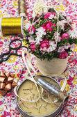 鲜花花束及缝纫机配件 — 图库照片