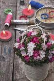 Cesto in bei fiori — Foto Stock